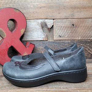 NWOT Comfortable NAOT Black Leather Slip On Shoes